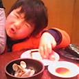 お寿司食べてます。