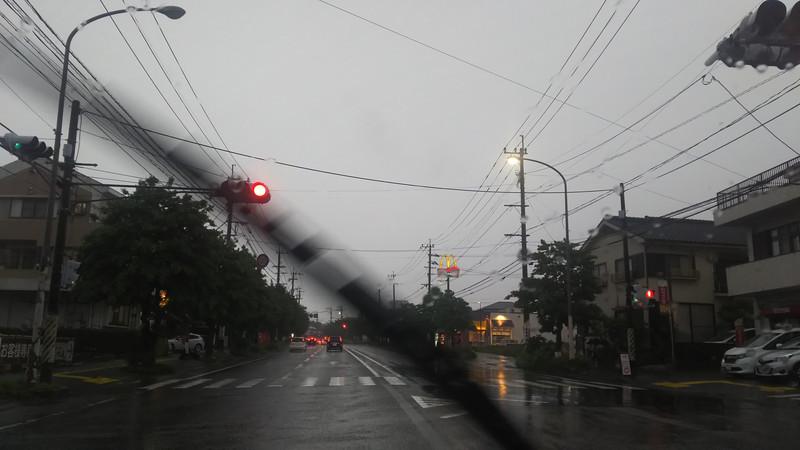 雨ひどいなあ。
